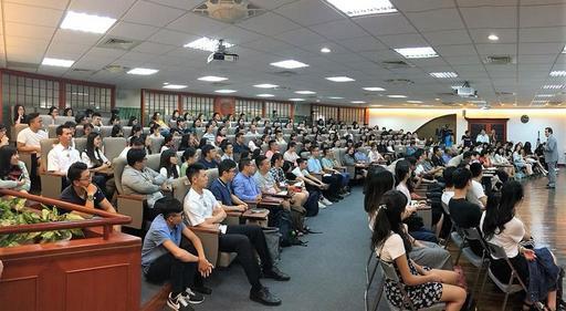 東吳大學嚴家淦法學講座馬英九教授暢談南海議題,師生踴躍參與,一位難求