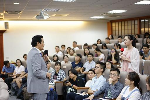 東吳大學嚴家淦法學講座馬英九教授暢談南海議題,同學踴躍發問