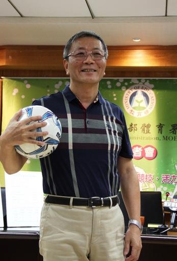 (附件照片2)體育署林德福署長全力推動「足球6年計畫」,從基層開始普及與推廣。