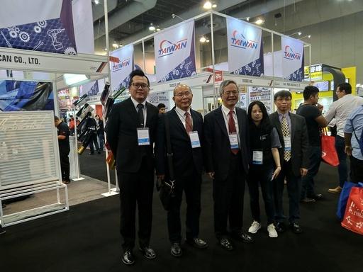 廖世傑與中經社及臺灣廠商代表合照