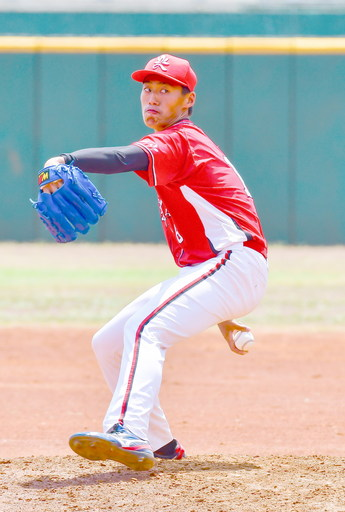 南華大學棒球隊投手翁瑋均獲Lamigo桃猿隊於第一輪指名,擁有多樣化球路、潛力備受看好。