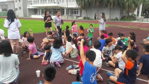 宏國德霖科大會展系學生,目前組團遠赴花蓮中華國小執行教育部偏鄉小學暑期營隊活動,過有豐富有趣受到當地小朋友喜愛。