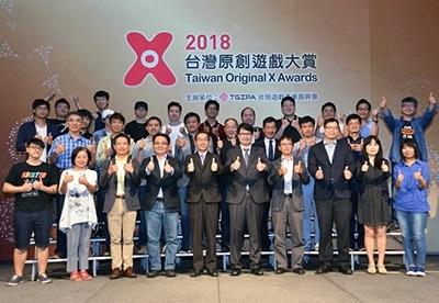 龍華科大學生創業團隊「光穹遊戲」,新作《螢幕判官》勇奪「台灣原創遊戲大賞」首度設立獨立開發者組優勝獎。(台灣遊戲產業振興會提供)