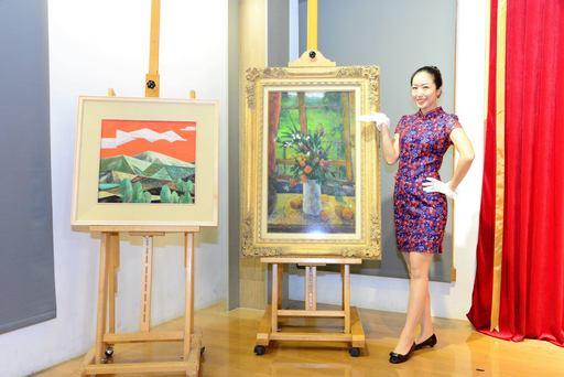 國美館與中華郵政推出「臺灣近代畫作郵票(107年版)」_圖為林之助〈暮紅〉(左)、廖德政〈窗邊〉(右)