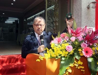 龍華科大葛自祥校長說,類產線工廠與業界同步,並可在校進行微量產。
