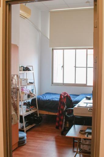 中信金融管理學院以「青年旅店」為設計概念,將每間4坪的空間改裝為男生宿舍單人雅房,活化校園空間使用,學生更成立勤學社,學習獨立自主精神