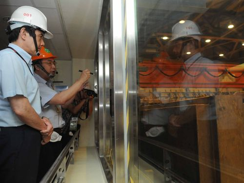 President Ma Ying-jeou inspects the fourth nuclear power plant in June. (CNA file photo)