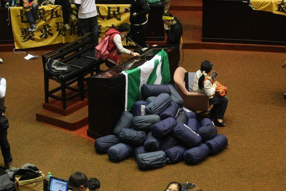 Sleeping bags prepared by the demonstrators.