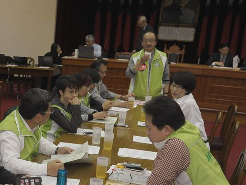 DPP caucus whip Ker Chien-ming (standing, in green vest), during a legislative committee session boycotted by the KMT Monday.