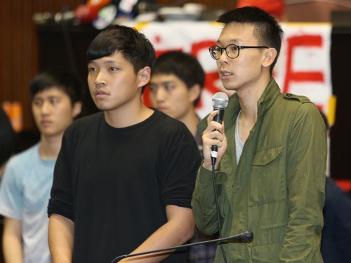 Lin Fei-fan (right) and Chen Wei-ting