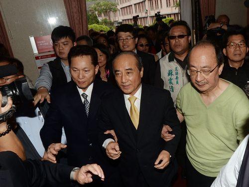 Legislative Speaker Wang Jin-pyng (in yellow tie).