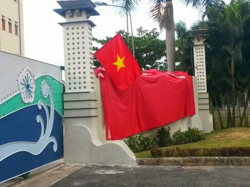Taipei School in Ho Chi Minh City covers its Chinese name with a Vietnamese flag. (Photo courtesy of Taipei School in Ho Chi Minh City)
