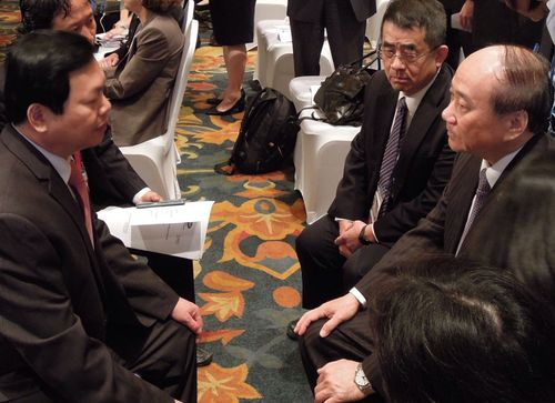 Economics Minister Chang Chia-juch (right) and Vu Huy Hoang (left), Vietnam