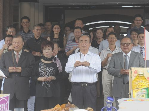 Lawmakers and staff of the Legislative Yuan make Ghost Month offerings on July 27.