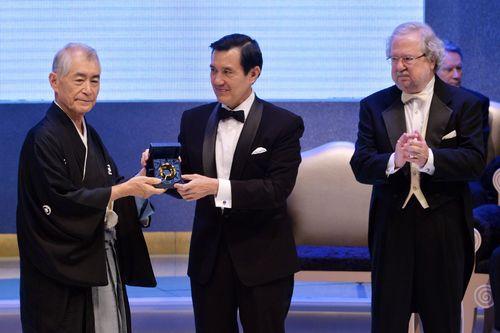 From left: Tasuku Honjo, President Ma Ying-jeou and James P. Allison.