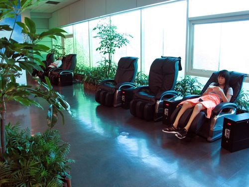 Free massage chairs in the terminal of Taiwan Taoyuan International Airport.