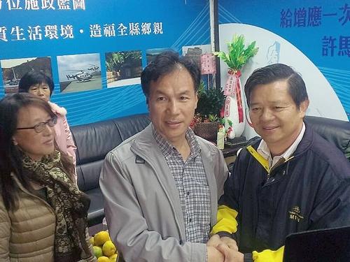 Liu Cheng-ying (center)