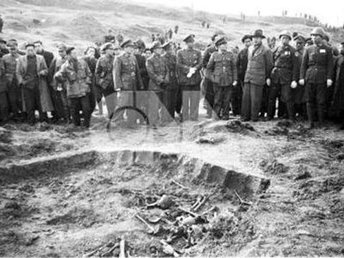 A mass grave of victims in the 1937 massacre in Nanjing. CNA photo Jan. 28, 1947.