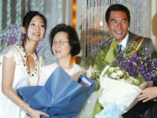 Chiung Yao (center). CNA file photo
