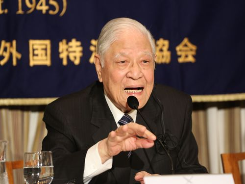 Former President Lee Teng-hui attends a press conference in Tokyo on July 23.