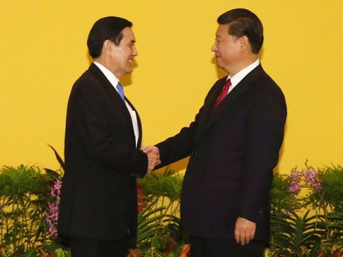 President Ma Ying-jeou (left) and Chinese President Xi Jinping.