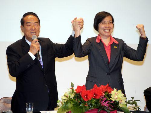 James Soong (宋楚瑜, left), Hsu Hsin-ying (徐欣瑩)