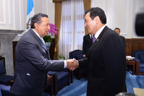 President Ma Ying-jeou (right) and Guatemala Vice President Juan Alfonso Fuentes Soria (left)