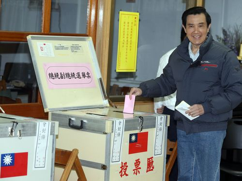 President Ma Ying-jeou casts his votes in Taipei Saturday.