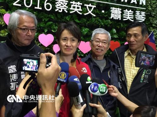 DPP Legislator Hsiao Bi-khim (second left / CNA file photo)