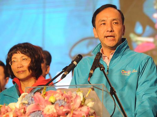 KMT presidential candidate Eric Chu (right) and running mate Wang Ju-hsuan.