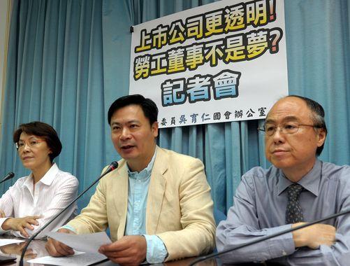 Chiang Nai-hsin (蔣乃辛, right) (CNA file photo)