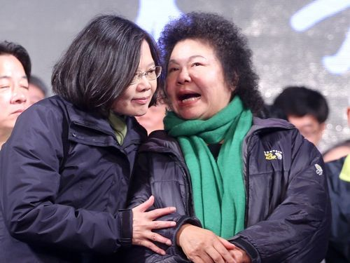 Tsai Ing-wen (left) and her campaign manager, Kaohsiung Mayor Chen Chu.