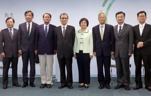 Premier-designate Lin Chuan (fourth left), and Kuo fang-yu, Wu Hong-mo,  Tsao Chi-hung, Chen Mei-ling, Chen Tain-jy, Chiu Tai-san, Lee Ying-yuan (left to right)