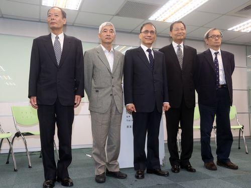 From left: Lee Chung-wei, Hochen Tan, Lin Chuan, Lee Shying-jow, Hsieh Shou-shing.