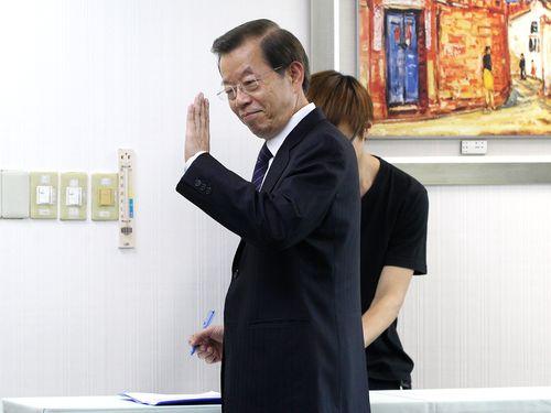 Frank Hsieh (front) attends a DPP meeting Wednesday.