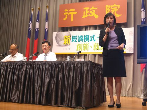 From left: Minister Without Portfolio John Deng, Cabinet Spokesman Tung Chen-yuan and National Development Council Deputy Minister Kao Shien-quey.