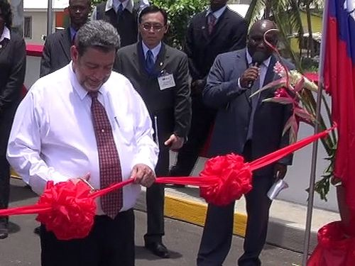 St. Vincent and the Grenadines Prime Minister Ralph Gonsalves (right, CNA file photo)