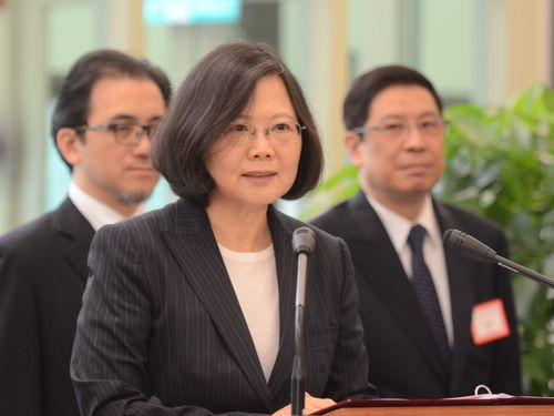 President Tsai Ing-wen (蔡英文) speaks at the airport before her departure.