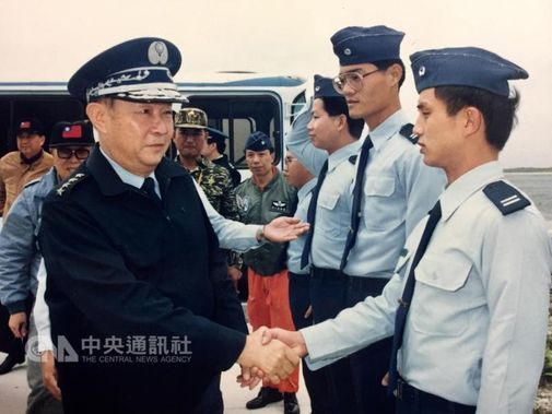 Chen Hsing-ling (陳燊齡, front left) Photo courtesy of Ministry of National Defense