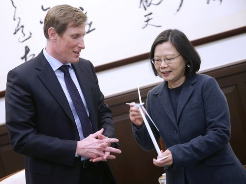 President Tsai Ing-wen (蔡英文, right) and Samuel Leupold. Photo courtesy of the Presidential Office