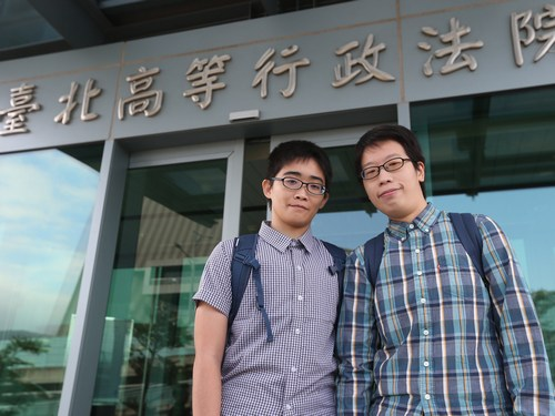 Liang Tzung-huei (梁宗慧, right) and Chu Pei-shuan  (朱珮諠).