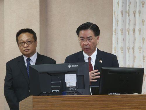 Joseph Wu (吳釗燮, right)
