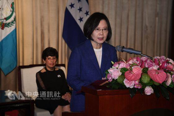 President Tsai Ing-wen (蔡英文, front)