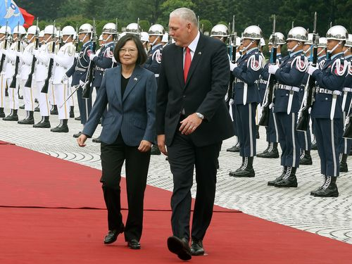 President Tsai Ing-wen (left) welcomes St. Lucia Prime Minister Allen Michael Chastanet (right) in a military ceremony.