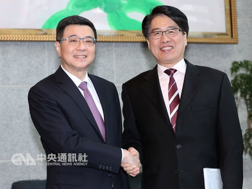 DPP chairman by-election candidates Cho Jung-tai (left) and You Ying-lung (CNA file photo)