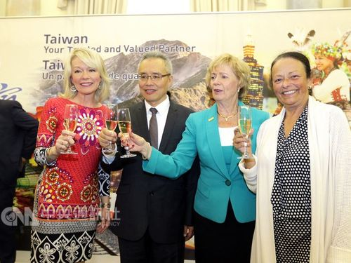 Judy Sgro (Second right) / Photo courtesy of Taipei Economic and Cultural Office in Canada