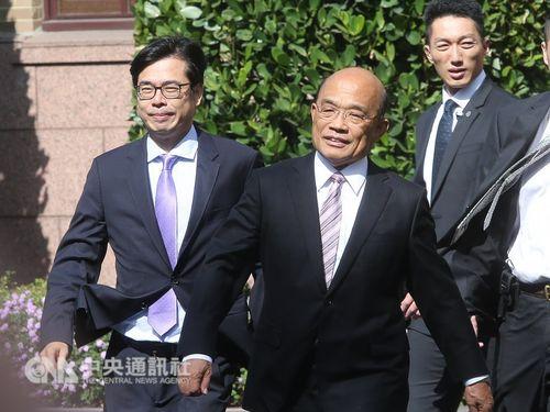 Premier Su Tseng-chang (蘇貞昌, middle) and Vice Premier Chen Chi-mai (陳其邁, left)