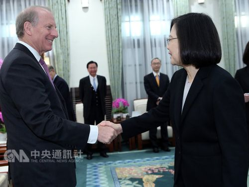 President Tsai Ing-wen (蔡英文, front, right) and Richard Haass (front, left)