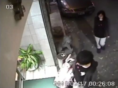 Poon Hiu-wing (潘曉穎, back) and Chan Tung-kai (陳同佳) / Image taken from surveillance cameras