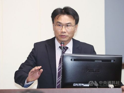 Agriculture Minister Chen Chi-chung (陳吉仲)